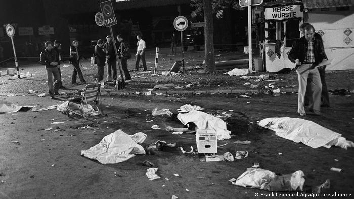 Corpos de vítimas do ataque na Oktoberfest cobertos com pano branco