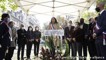 Η δήμαρχος Παρισίων κι άλλοι 29 συνάδελφοί της δίνουν αγώνα για να κρατήσουν τομείς του εμπορίου ζωντανούς