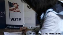 A voter marks his ballot on the Super Tuesday, during the Democrats Global Presidential primary voting, at a polling location situated in the Holy Trinity Church, in Geneva, Switzerland, Tuesday, March 3, 2020. (KEYSTONE/Salvatore Di Nolfi) |