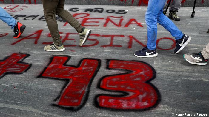 Mexiko City: Jahrestag der in Ayotzinapa verschwundenen 43 Studenten, Protest (Henry Romero/Reuters)