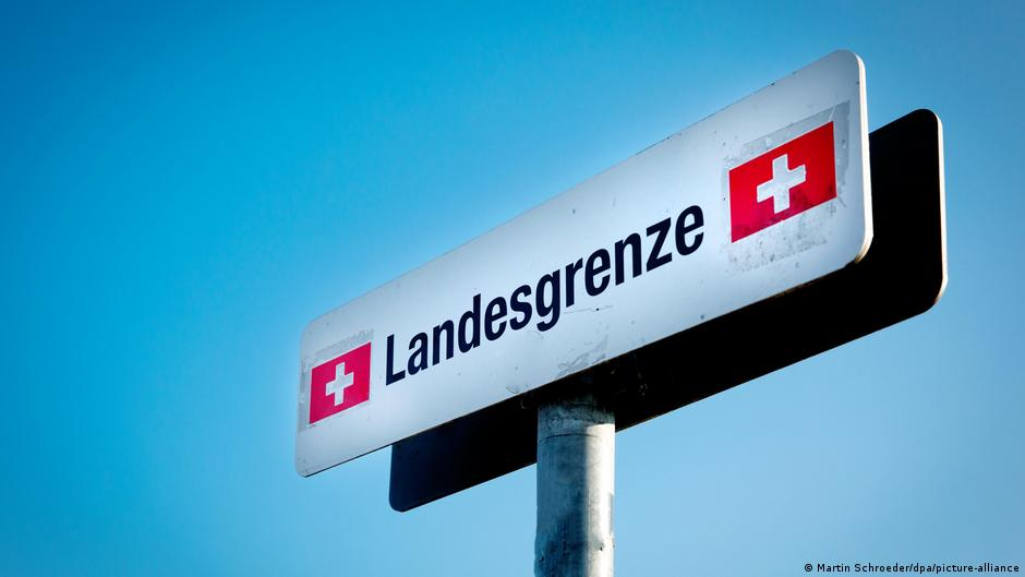 Swiss voters reject bid to curb EU freedom of movement — TV projection