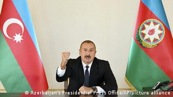 Aserbaidschan Baku | Präsident Ilham Alijew zu Militärkonflikt in Berg-Karabach (Azerbaijan's Presidential Press Office/AP/picture alliance)