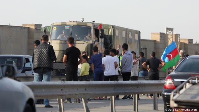 رجب طیب اردوغان درباره درگیریهای اخیر گفت: «ترکیه به ایستادن در کنار برادران آذربایجانی با تمام امکانات خود ادامه میدهد. فقط با عقبنشینی فوری ارمنستان از مناطق اشغال شده آذربایجان است که منطقه روی صلح و ثبات را خواهد دید.»