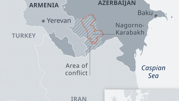 بر اساس حقوق بینالملل منطقه قرهباغ متعلق به جمهوری آذربایجان است. اما ارمنیها بر این باورند که در دوران استالین این منطقه ارمنینشین بهناحق به آذربایجان داده شده است. پس از نخستین جنگ در سال ۱۹۹۰ و بهرغم آتشبس در سال ۱۹۹۴، درگیریهای پراکنده میان ارتش آذربایجان و نیروهای نظامی و شبهنظامی ارمنی در نواحی مرزی به دفعات رخ داده است.