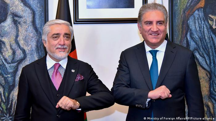 Islamabad | Treffen Abdullah Abdullah & Shah Mahmood Qureshi (Ministry of Foreign Affairs/AP/Picture-alliance)