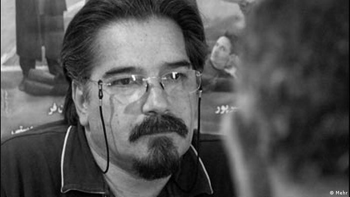 دبیر کانون نویسندگان، منتقد و فعال اجتماعی را به شش سال حبس محکوم کردهاند. شرکت در مراسم بزرگداشت احمد شاملو و آماده کردن کتابی پژوهشی در باره تاریخ ۵۰ ساله کانون برای انتشار داخلی، مصداق اتهاماتی چون اجتماع و تبانی به قصد اقدام علیه امنیت کشور معرفی شدهاند. کانون نویسندگان ایران دلایل و مستندات دادگاه را نامربوط تر و سستبنیادتر از خود اتهامات خوانده است.
