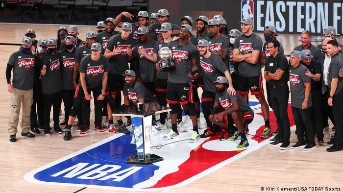 Sports News Feed Miami Heat Set Up Nba Finals Showdown With La Lakers Sports German Football And Major International Sports News Dw 28 09 2020