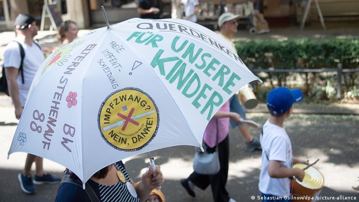 Manifestación de grupos contra medidas antipandemia.
