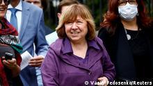 Belarus Literaturnobelpreisträgerin Swetlana Alexijewitsch kommt zur Befragung nach Minsk
