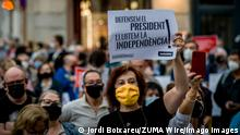 September 28, 2020: Catalan pro-independence supporters gather in Barcelona after Spanish Supreme Court has disqualified Catalan President Quim Torra for disobedience. - ZUMAb137 20200928_zap_b137_004 Copyright: xJordixBoixareux