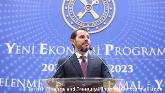 Στροφή στη νομισματική πολιτική, μετά την αποχώρηση του Μπεράτ Αλμπαϊράκ από το υπουργείο Οικονομικών