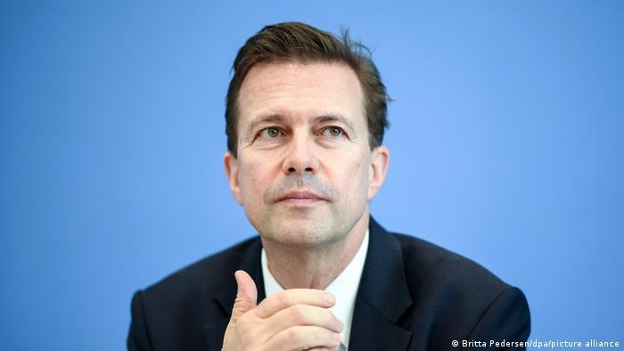 Rzecznik rządu Steffen Seibert uważa, że obecny czas jest decydujący