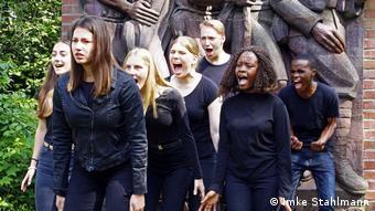 Deutschland Performances von Schüler*innen für den Film Echoes in the Barracks