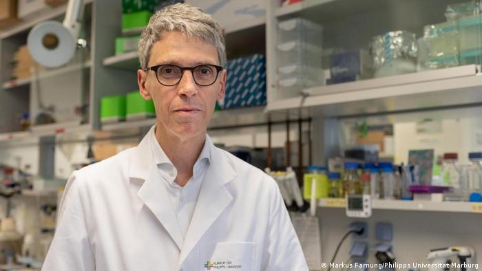 Professor Stephan Becker Direktor des Instituts für Virologie