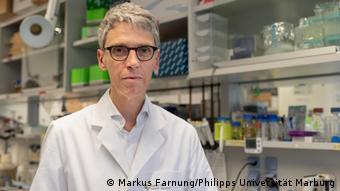Professor Stephan BeckerI Direktor des Instituts für Virologie
