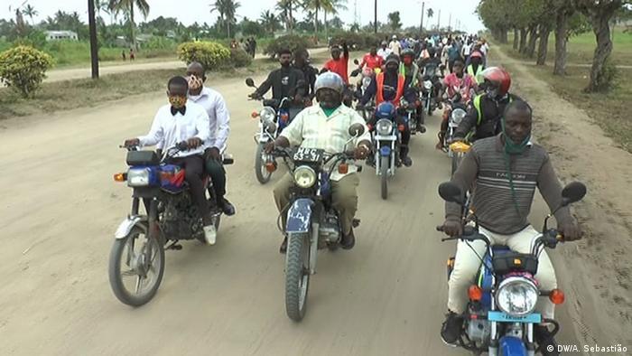 Mosambik Protestfahrt in Mafambisse, Sofala, für das Ende der Konflikte in Mosambik