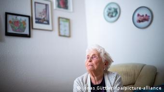 Με τους νέους περιορισμούς θα αποφευχθεί να περάσουν οι ηλικιωμένοι τα Χριστούγεννα μόνοι τους, δηλώνει η Α. Μέρκελ