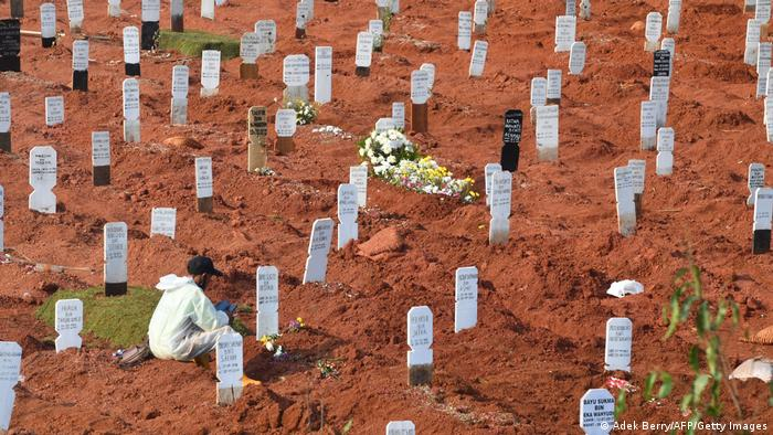 Cemitério na Indonésia