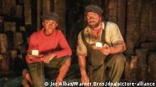 HANDOUT - 12.03.2020, ---: Henning Baum (r) als Lokführer Lukas und Solomon Gordon als Jim Knopf in einer Szene des Films Jim Knopf und die Wilde 13 (undatierte Filmszene). Der Film kommt am 01.10.2020 in die deutschen Kinos. (zu dpa-Kinostarts vom 24.09.2020) Foto: Joe Albas/Warner Bros./dpa - ACHTUNG: Nur zur redaktionellen Verwendung bis zum 01.01.2021 im Zusammenhang mit einer Berichterstattung über den Film und nur mit vollständiger Nennung des vorstehenden Credits +++ dpa-Bildfunk +++  