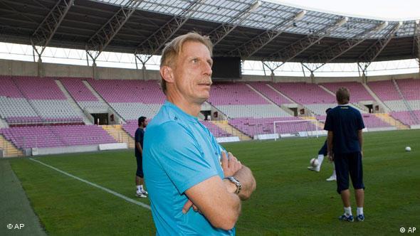 Christoph Daum promatra trening svoje bivše ekipe Fenerbahce