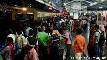 Indien Menschenmenge im Bahnhof von Patna