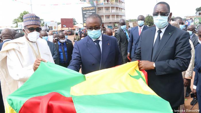 Na foto, da esquerda para a direita: Muhammadu Buhari, Presidente da Nigéria, Umaro Sissoco Embaló, Presidente da Guiné-Bissau, e Macky Sall, Presidente do Senegal
