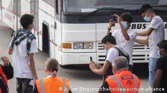 Ανήλικοι από τη Μόρια φτάνουν στο αεροδρόμιο του Ανοβέρου