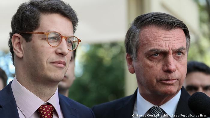 Brasiliens Präsident Jair Bolsonaro und Brasiliens Umweltminister Ricardo Salles