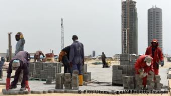 Des travailleurs du batîment à Lagos au Nigeria.