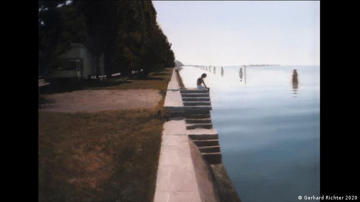 Ein Junge sitzt auf einer Treppe am Lido in Venedig. Auch dieses Gemälde Gerhard Richters zeigt derzeit das Kunstforum Wien. (Gerhard Richter 2020)