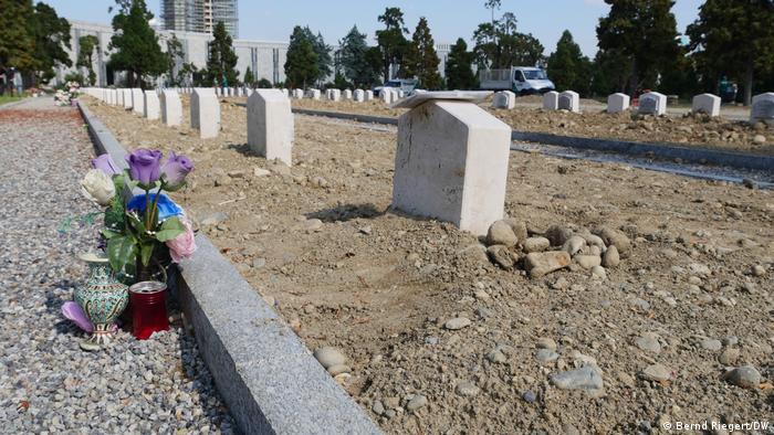 COVID-19 graves