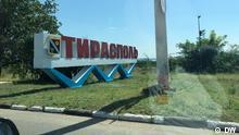 Separatistengebiet Transnistrien in der Republik Moldau Ortsschild Tiraspol, die Hauptstadt der separatistischen Region.
