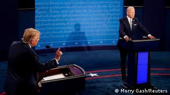 Трамп и Байден во время дебатов
