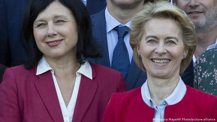 Vera Jourova und Ursula von der Leyen