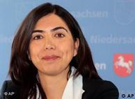 Първата германска министърка от турски произход Айгюл Йозкан