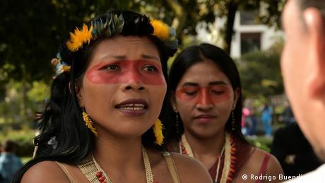"""Nemonte Nenkuimo (35) je predstavnica Voarani domorodaca u Ekvadoru i dobila je proces protiv vlade svoje zemlje zbog proizvodnje nafte u oblasti Amazona. Zbog toga se našla Tajmovoj na listi svetskih lidera, na kojoj je i Angela Merkel. """"Ovo nije samo priznanje za narod Vaorani u Amazoniji, već i za sve domorodačke narode sveta koji brane svoju zemlju i svoje živote"""" rekla je ona."""