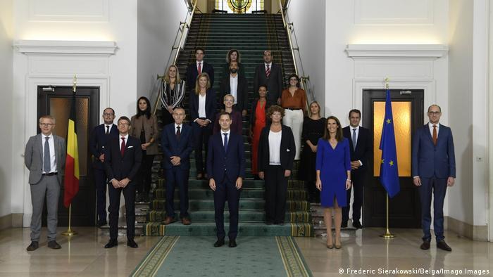 أعضاء الحكومة البلجيكية في نسختها الأخيرة ومن ضمنهم الوزيريتين مريم كيتير وزكية الخطابي