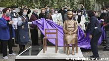 Deutschland Berlin | Statue zum Gedenken koreanischert Trostfrauen im zweiten Weltkrieg
