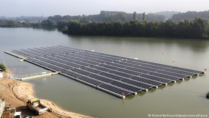 Fotovoltaik (vodeni) park u gradu Vezeu na zapadu Nemačke