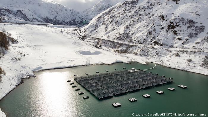 Schweiz: Schwimmende Solaranlage Lac des Toules