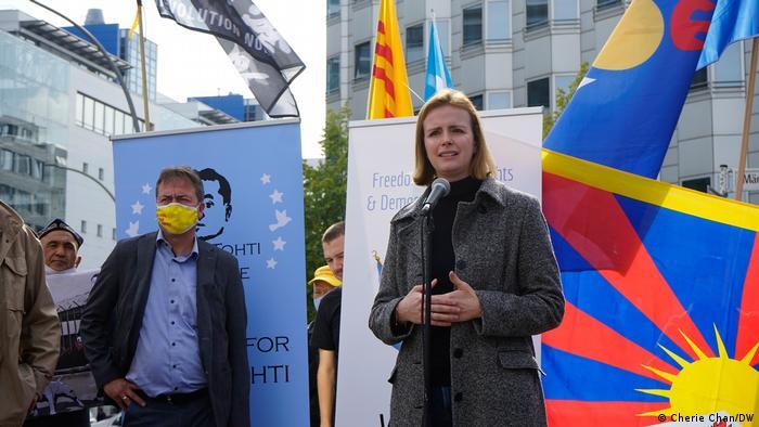Berlin Botschaft China   Protest gegen Chinas Menschenrechtsverletzungen