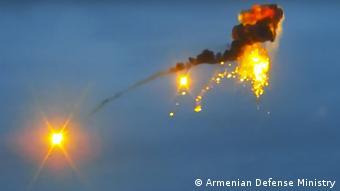 По данным Минобороны Армении, на фотографии - взрыв азербайджанского дрона