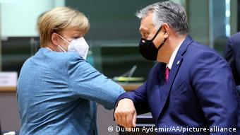 Канцлер ФРГ Ангела Меркель и венгерский премьер Виктор Орбан на саммите ЕС