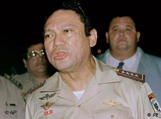 Noriega en en 1989 antes de la invasión de Estados Unidos a Panamá.