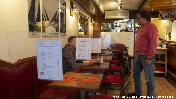 Abstand halten in einem Genfer Restaurant (Archiv)