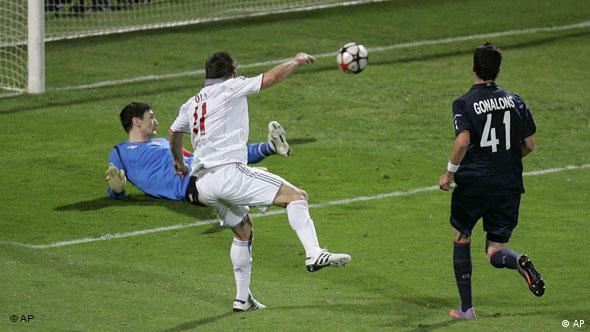 Ivica Olic scores hat-trick in Lyon in Champions League 2010 semi-finals.