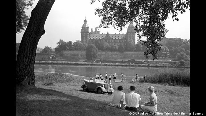 Mainufer in Aschaffenburg mit Blick auf das Schloss Johannisburg (Dr. Paul Wolff & Alfred Tritschler / Thomas Sommer)