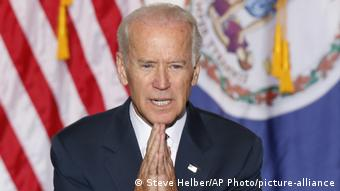 USA Joe Biden mit gefalteten Händen