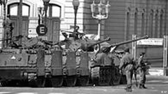 BND ve CIA, 1976'da Arjantin'de askeri darbe sonucu kurulan kanlı diktatörlüğün gidişatında da belirleyici oldu.