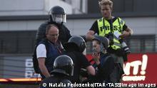Belarus Minsk Polizisten Presse Journalisten
